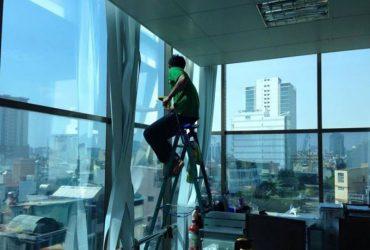 Dịch vụ dán giấy dán kính phản quang tại nhà